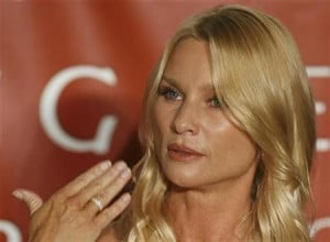 actress Nicollette Sheridan playing Edie Britt in the TV series ...