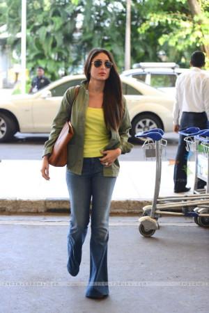 Kareena Kapoor Kareena Kapoor Khan Leaves for Delhi 370999