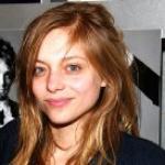 Lizzie Brocheré Profile Info