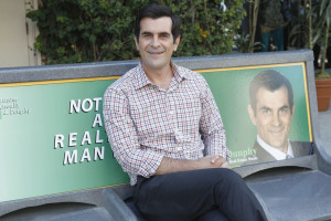 ... ://images.wikia.com/modernfamily/images/c/cb/Phil_Not_a_real_man.jpg