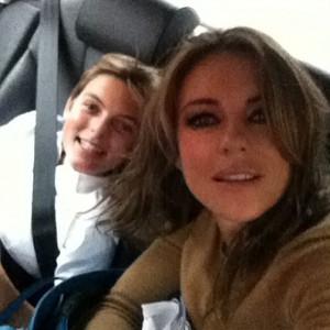 Elizabeth Hurley i sin Damian vole snimati zajedničke selfije