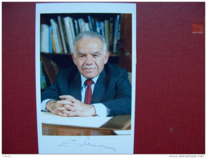 Yitzhak Shamir 7 th Prime Minister of Israel authentic autograph