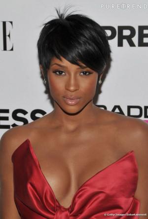 cantora Ciara Harris escolheu corte curto Com os cabelos lisos e