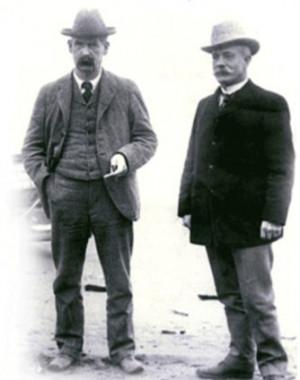 John Clum (a destra, insieme a Wyatt Earp), Sindaco di Tombstone