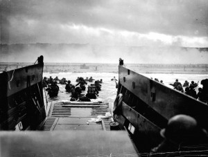 American soldiers land on Omaha Beach on D-Day, June 6, 1944 ...