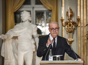 Patrick Modiano lors de son discours à Stockholm le 7 décembre.