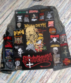 Discussions → Show your thrash metal gear!