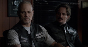 saxonysnow:Happy & Tig - SOA S5E01 - screen cap