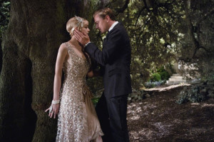 Carey Mulligan as Daisy Buchanan and Leonardo DiCaprio as Jay Gatsby ...