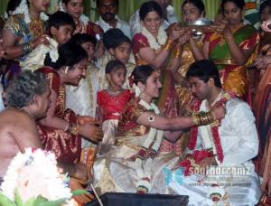 Tamil actress sridevi vijaykumar wedding stills 26