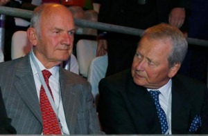 Volkswagen AG chairman Ferdinand Piech and Wolfgang Porsche (R) await ...