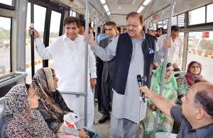 ISLAMABAD July 16 President Mamnoon Hussain talking to Metro Bus