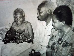 Mwalimu na Mama Maria walipomtembelea mama mzazi wa Julius Kambarage ...