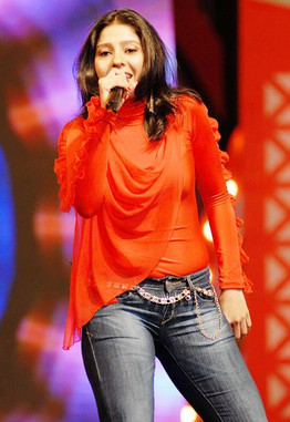 ... sunidhi chauhan wardrobe malfunction images singer sunidhi chauhan