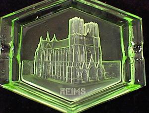 GREEN GLASS INTAGLIO REIMS CATHEDRAL SOUVENIR Image1