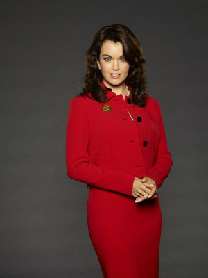 Bellamy Young as Mellie Grant. I like how Lynn Paolo is going bold and ...
