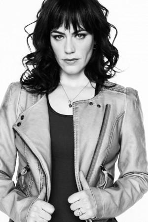 ... feira Sons of Anarchy de Maggie Siff em Tara e da temporada Finale Q&A