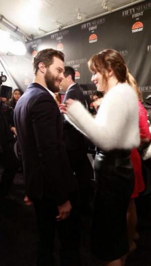 grigio Premiere Foto e video di Jamie Dornan e Dakota Johnson a NY