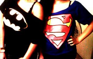 also .. nich superman.. ein superman t shirt ^-^ find die einfach ...