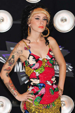 Best new artist nominee Kreayshawn arrives at the 2001 MTV Video Music ...