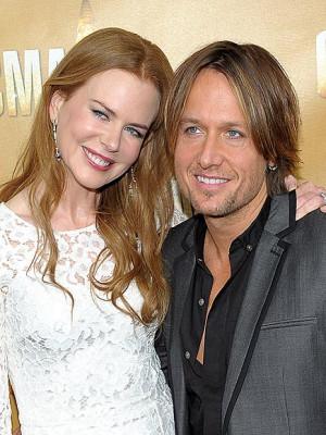 Thread: Nicole Kidman's white D&G dress
