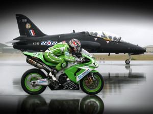 Мотоцикл и самолет