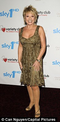 Elaine Paige Stands Feet