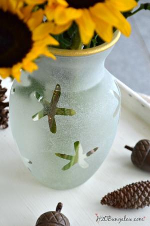 ... vase with gold trim. My new favorite vase! www.H2Obungalow #easyDIY