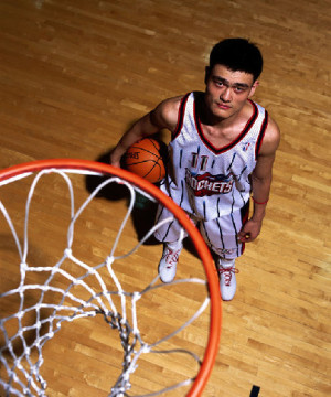 Yao Ming poses for his first press photo. [Source: Sina.com]