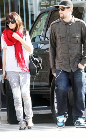 nicole-richie-and-love-quotes-scarf-gallery.jpg