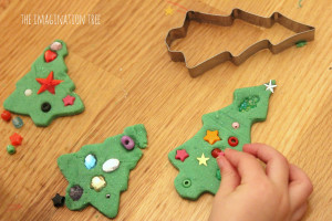Set up an invitation to decorate play dough Christmas trees with this ...