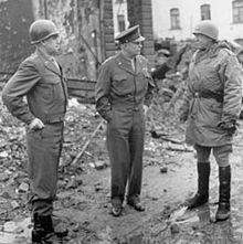 Bradley , Eisenhower y Patton.