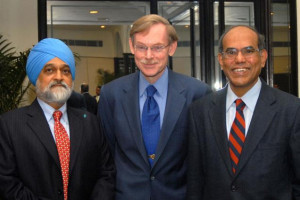 World Bank President Robert B Zoellick flanked by Deputy Chairman ...