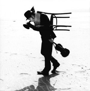 03-12_tom_waits_by_anton_corbijn_carlifornia_dillon_beach_2002.jpg