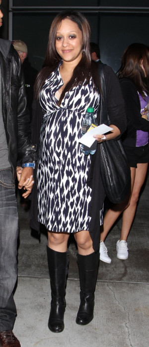 Mom to Be Tia Mowry & Hubby Cory Hardrict @ LA Lakers Game - 4.20