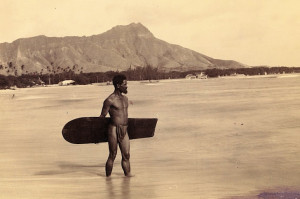 Surfing: it all started without wetsuits and high performance fins