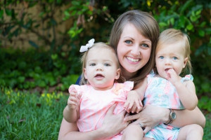 ... Flickr/CC) A photo of a mom and her twin daughters taken on May 2014