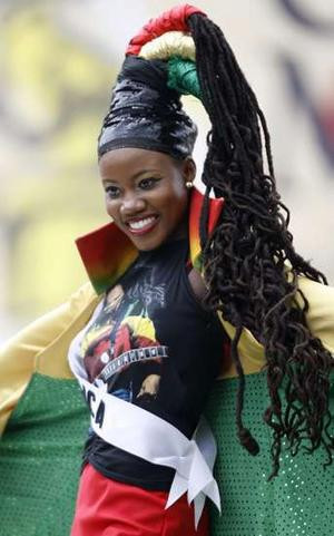 Miss Jamaica Zahra Redwood introduces herself in her national costume ...