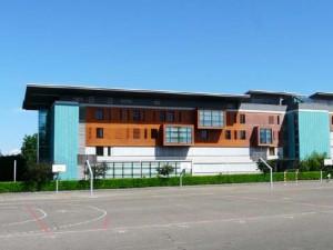 2011_05 . Le Lycée Quinet de Bourg-en-Bresse fait un don à la Ligue.