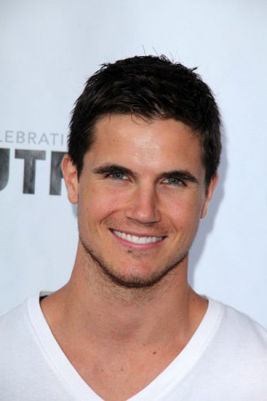Robbie Amell Pictures amp Photos
