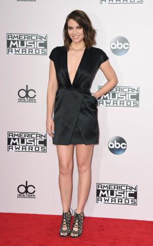 lauren cohan at 2014 american music awards celebzz