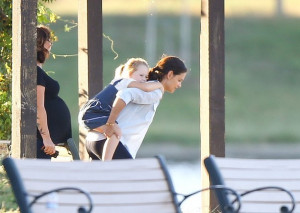 Katie Holmes Katie Holmes and Ryan Reynolds spotted on the 39 Woman in