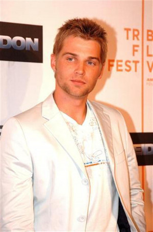 Mike Vogel Pics