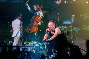 Macklemore and Ryan Lewis rocked the house last night in their finale ...