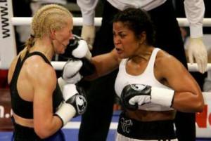 photo U.S. boxer Laila Ali (R), daughter of boxing legend Muhammad Ali ...