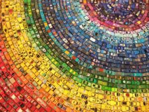 De Britse kunstenaar David T. Waller gebruikte 2500 speelgoedauto's ...
