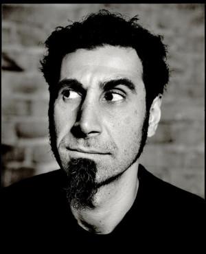 ... . ahora la tengo como Serj Tankian el cantante de System of a Down