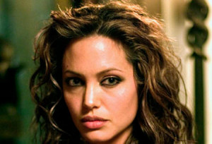 Angelina Jolie or Elizabeth Taylor? Who is the best Cleopatra?
