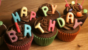happy-birthday-cupcakes.jpg#happy%20birthday%201490x859