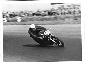 saw hanging off was john surtees surtees early 1950 s